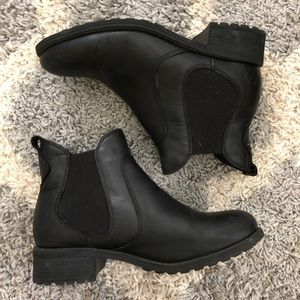 UGG Black Chelsea Boots - Size 7
